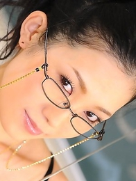 Dirty Yui Komine poses on desk