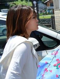 Porn queen Hinata Serina outdoors