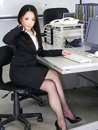 Ai Mizushima shows her sexy charms
