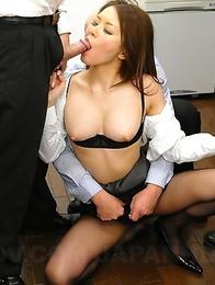 China Mimura enjoys in two dicks