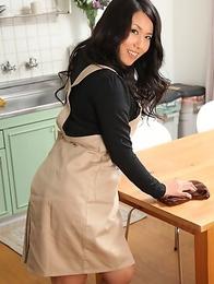 Sexy Mikage Sakata showing off
