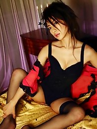 Incredibly sensual gravure idol babe seduces in black lingerie