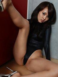 Akiko Yoshida showing off her fantastic legs in a swim suit