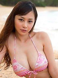Asian tits babe Anri Sugihara posing in sexy bikini at the beach