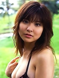 Hanai Miri posing in dark bikini her huge breasts